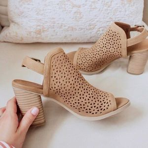 🎀 Heeled Cut Out Booties🎀